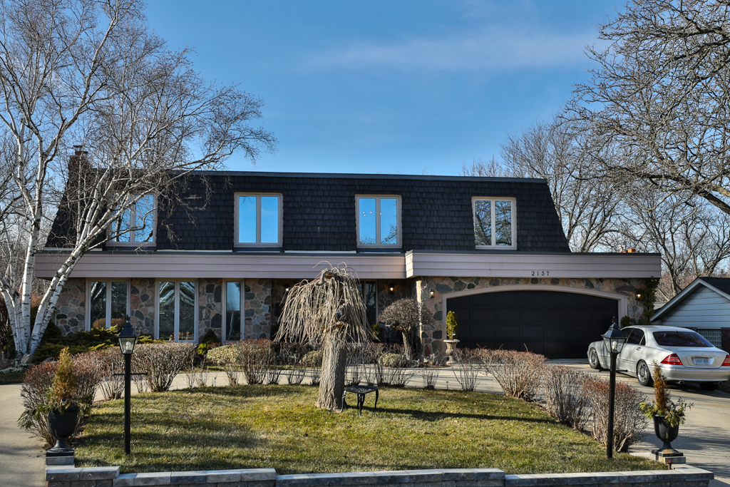 Team Logue real estate houses for sale in Burlington 2137 Canterbury Drive