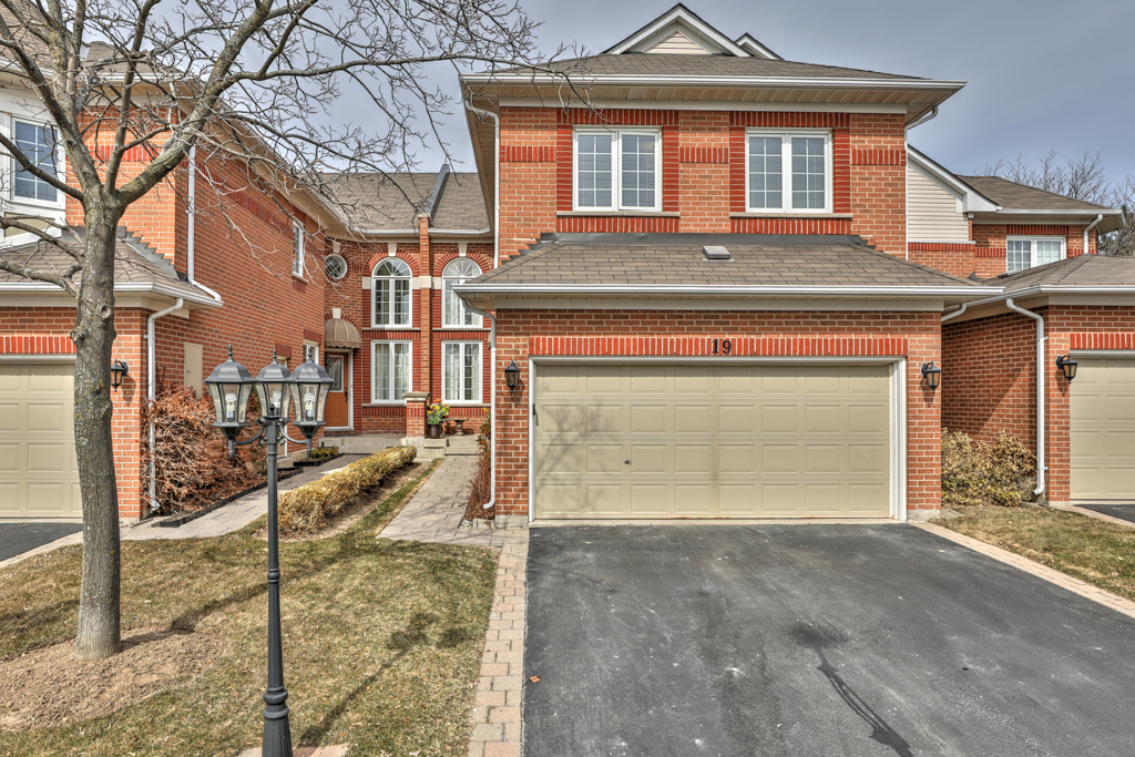 Team Logue real estate houses for sale in Burlington 2141 Country Club