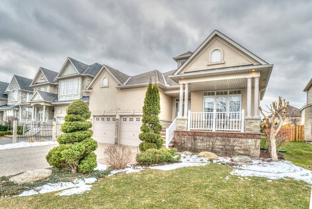 Team Logue real estate houses for sale in Burlington 2174 Berwick Drive