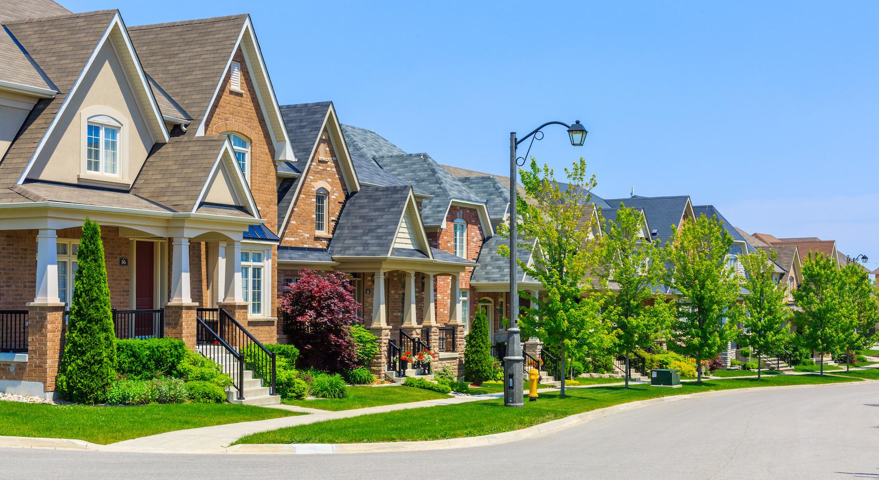 oakville millcroft homeowners home buyers homes for sale sarah logue team logue real estate burlington